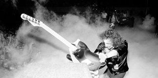 Blackmore sfascia chitarra